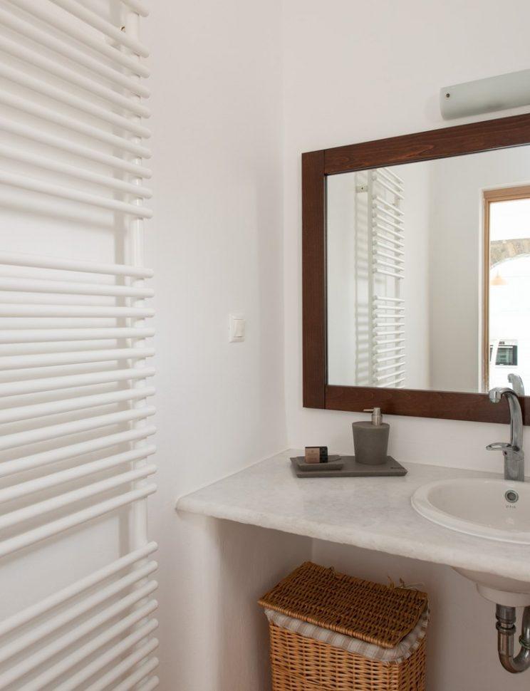 bathroom ground floor miror detail.jpg-801x1200