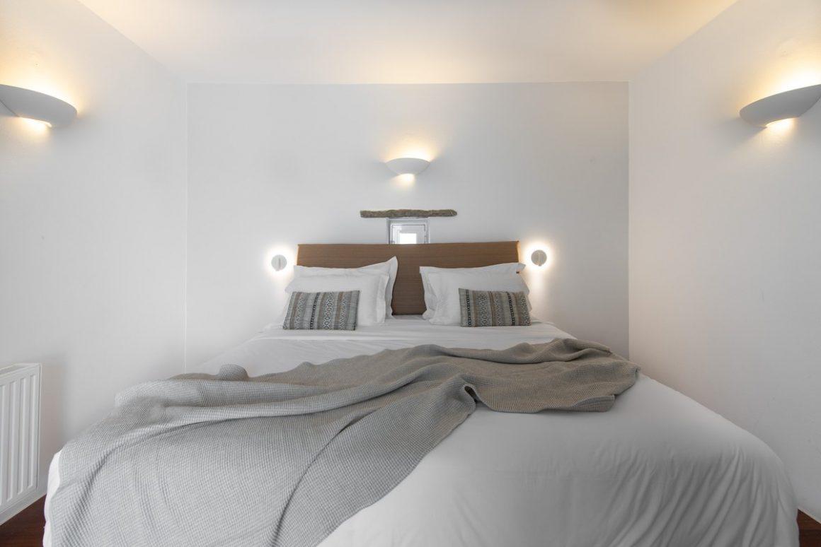 bed in master bedroom.jpg-1200x801