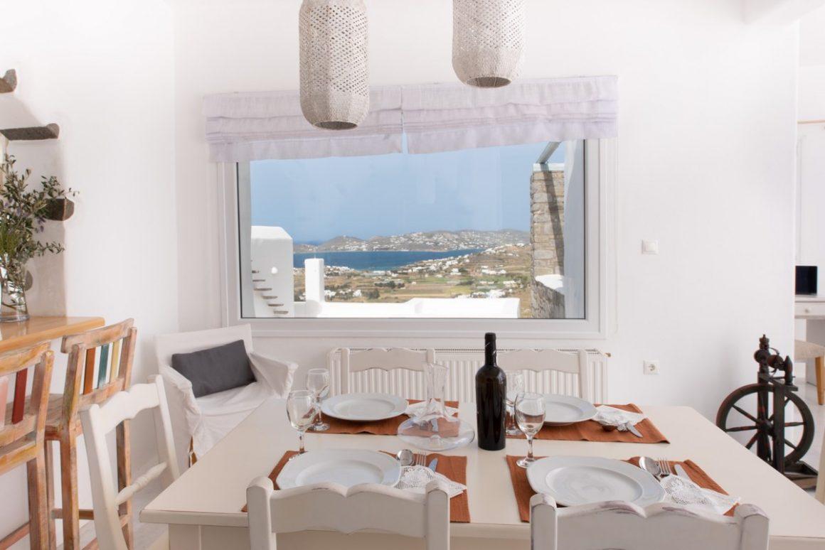 dining area entrance level.jpg-1200x801
