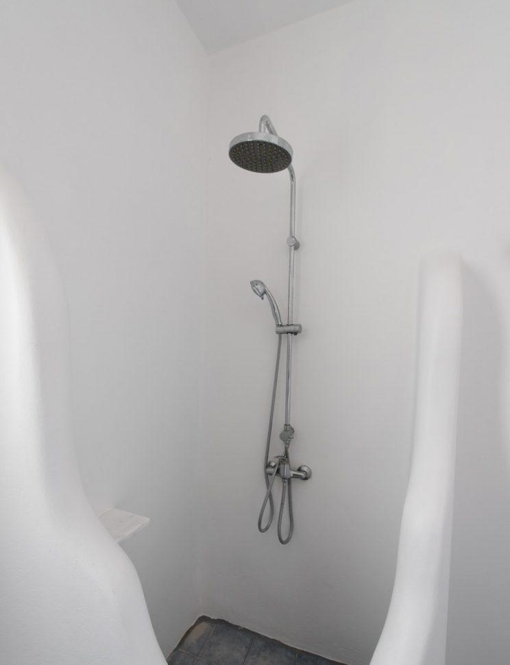 shower upper bathroom.jpg-801x1200